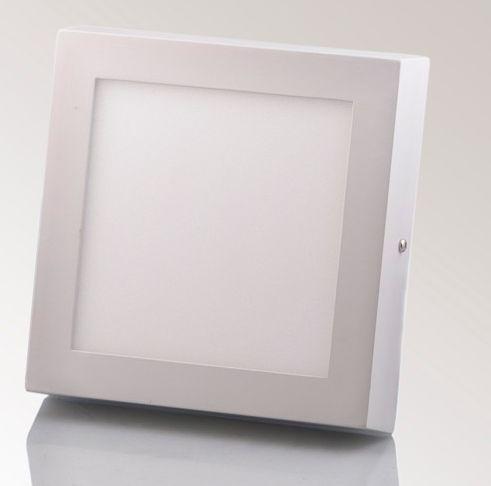 Sản phẩm được thiết kế ốp nổi hình vuông, giúp dễ thi công với mọi mặt trần